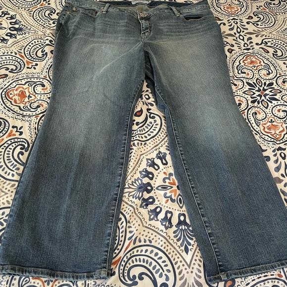🤠🤠Torrid Jeans-Size 24S Boot Cut 🤠🤠